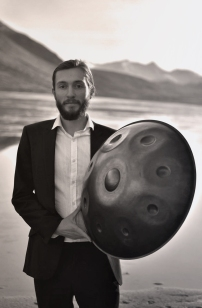 Wedding musician solo acoustic Handpan performer Rob Senior.